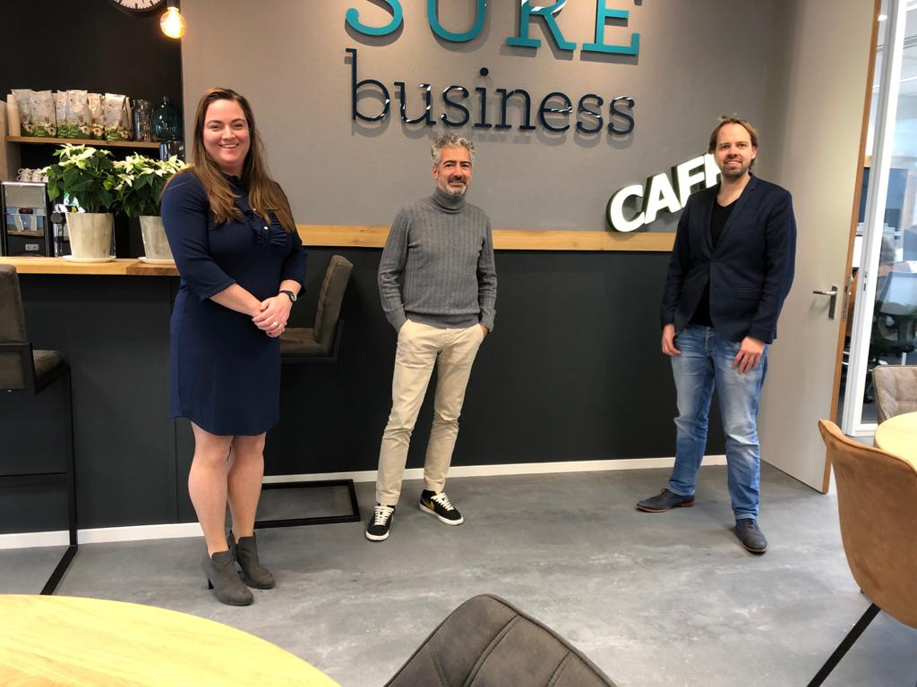 SUREbusiness entrance with owner en employees